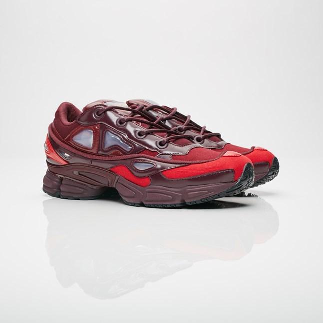 【代金引換不可】 送料無料 Men's メンズ 店舗限定 adidas x Raf Simons Raf Simons Ozweego III COLL, BURGUNDY A0RP/ MAROON 48FO /SCARLET A091 B22538 アディダス x ラフ シモンズ オズウィーゴ 3 レッド 靴 スニーカー アパレル ファッション