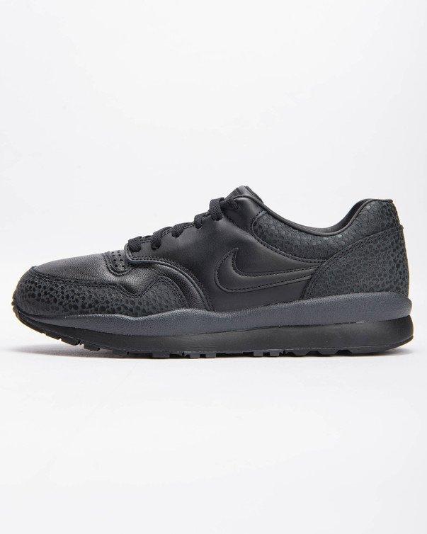 【代金引換不可】 送料無料 Men's メンズ 店舗限定 NIKE AIR SAFARI QS BLACK/BLACK-ANTHRACITE AO3295-002 ナイキ エア サファリ QS ブラック 靴 スニーカー アパレル ファッション