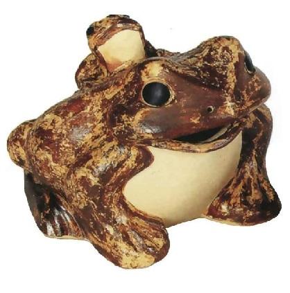 低価格 信楽焼とは焼き上がりの明るい特色の土が特徴 信楽焼 1着でも送料無料 口あき蛙 7号 子1匹