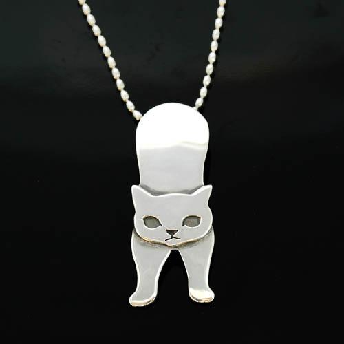 猫 シルバー ハンドメイドペンダント「伸び猫」(大)【猫 アクセサリー ネックレス】