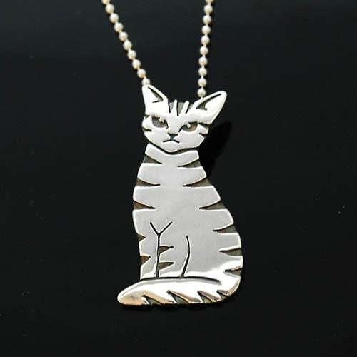 猫 シルバー ハンドメイドペンダント「おすましトラ猫」【猫 アクセサリー ネックレス】