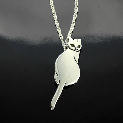 猫 シルバー ハンドメイドペンダント「ふり返り」【猫 アクセサリー ネックレス】