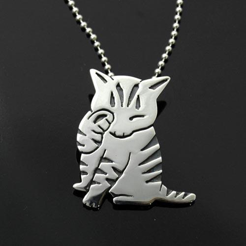 猫 シルバー ハンドメイドペンダント「顔洗い」【猫 アクセサリー ネックレス】