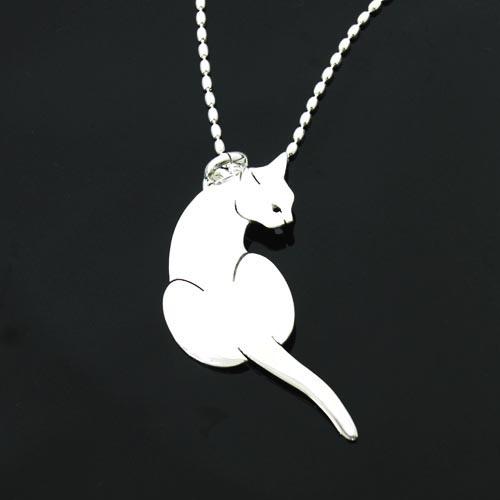 猫 シルバーペンタント シルバーアクセサリー作家 江口タツオさんのオーダーペンダント「見返り猫」