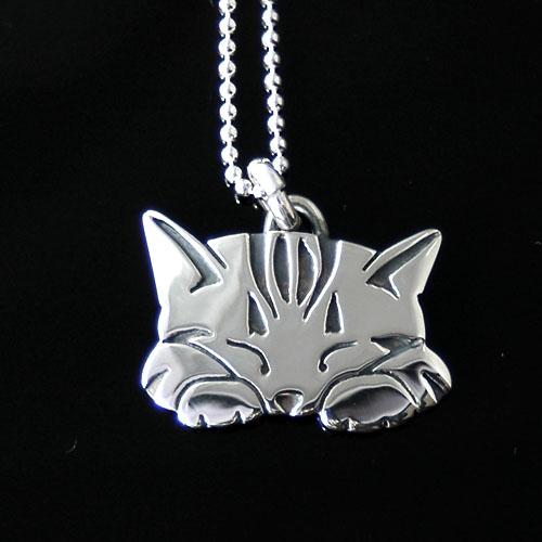 猫 シルバー ハンドメイドペンダント「ねむねむ」【 #トラ猫 猫 アクセサリー 】