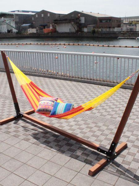 メキシカンダブルハンモックLチャイハネ 公式 エスニックMCXP5601最高の寝心地とされるコットン紐で編まれたメキシカンハンモック。〈耐荷重100KG〉メキシコらしいカラフルな色使いが魅力のハンモック。細い糸で細かく手編みされているため、身体にフィットし至福の