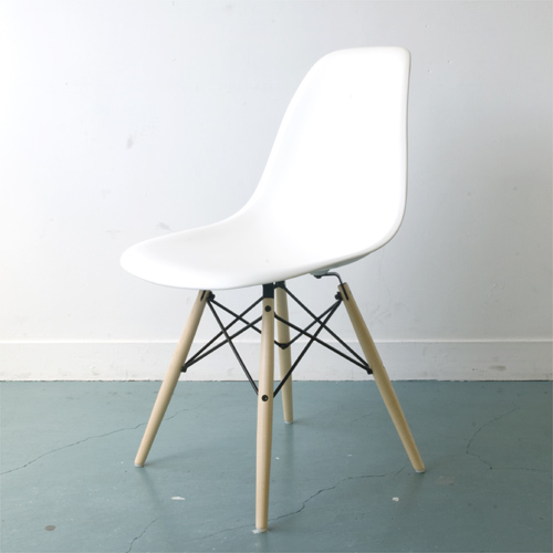 HM_E2 2 Herman Miller Herman Miller Eames Shell Chairs Eames Shell Side  Chair DSW ( Maple ) / White DSW. BKZ5ZFE8