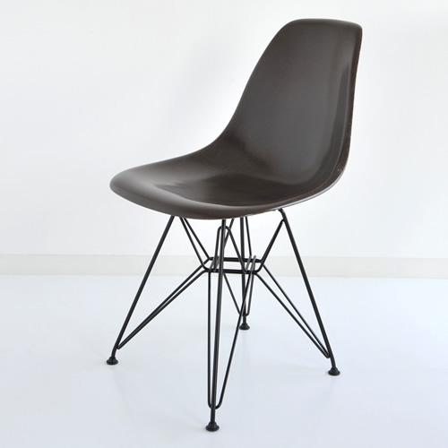 E4-5 Herman Miller イームズファイバーグラスシェルサイドチェア DFSR(ブラックベース)/シールブラウン DFSR BK 119E8【送料無料】ハーマンミラー Eames Molded Fiberglass Shell Side Chairs_dp05