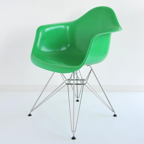 E4-4 Herman Miller イームズファイバーグラスシェルアームチェア DFAR(クロームベース)/グリーン DFAR 47 116E8【送料無料】ハーマンミラー Eames Molded Fiberglass Shell Arm Chairs_dp05