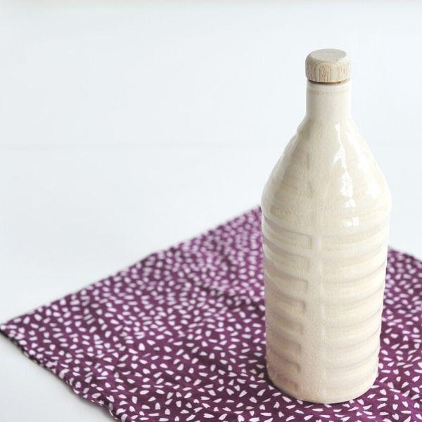 薩摩焼 さつま彫文焼酎ボトル(白)【送料無料】