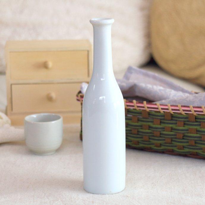 《花瓶》窓際の彩りにスタンダードなアイテム シンプルスリムボトル フラワーベース 花瓶 花器 格安激安 一輪差し フラワーポット 花入れ ウォーターボトル 徳利 ホワイト インテリア 白 かわいい おしゃれ 国産 訳あり 陶器 フラワー AL完売しました。 美濃焼 シンプル