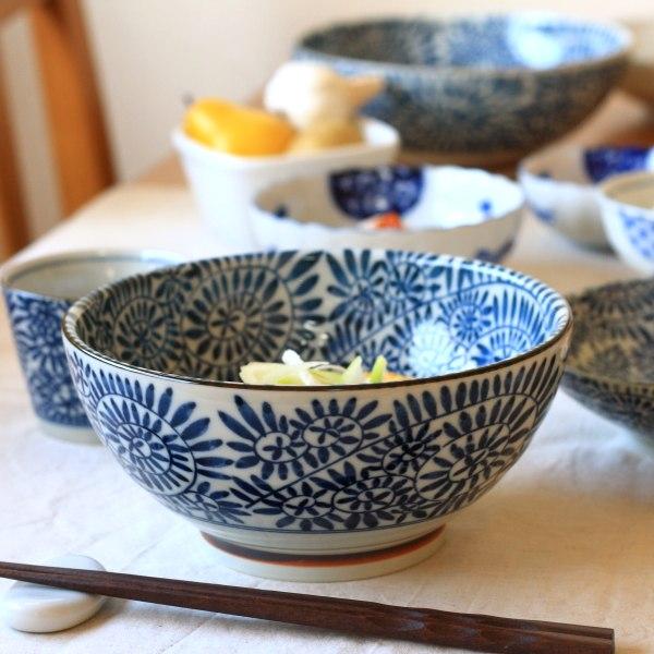 《うどん鉢》食卓を爽やかにしてくれる藍色の美しさ 藍染タコ唐草 さぬき丼 古来からある伝統の柄 うどん 正規品送料無料 蕎麦 どんぶり 美濃焼 国産 和食器 訳あり商品 訳あり そば