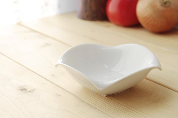 《10cmボール》白さ際立つアバントシリーズ 結婚祝い AVANT 10cmボール 小鉢 おひたし鉢 白磁 シンプル サラダ 軽量陶器 美濃取り寄せ カフェ食器 北欧食器 訳あり 白い食器 定番商品 国産 格安激安 美濃焼