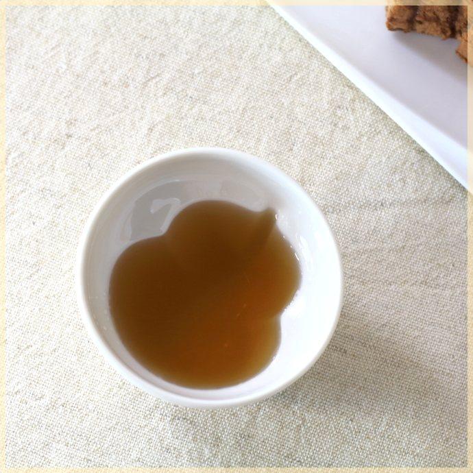 《目を引く湯呑み》食後のお茶を目で楽しむ ひょうたんが浮かび上がる湯呑み 100ml 日本製 高品質新品 美濃焼 湯呑 プレゼントにもおすすめ 年間定番 テーマは自然 白い食器 湯のみ 湯飲み オシャレ