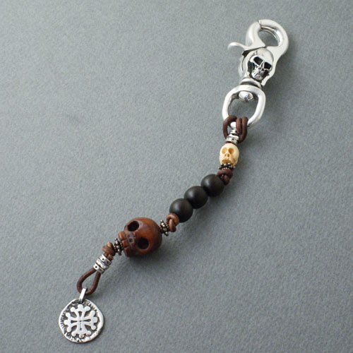 Celia de Flers The pirate key chain with the skull clip
