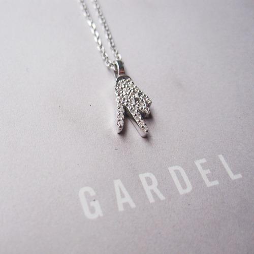 GARDEL HAND AMULET NECKLACE/V SIGN