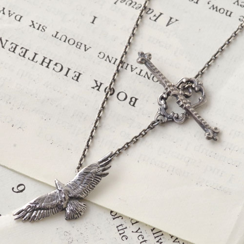 GARDEN OF EDEN Bird Necklace