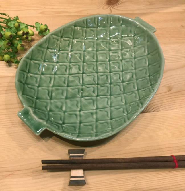タイ製 セラドン パイン柄 平皿26cm お買い得品 開催中 セラドン陶器セラドン平皿 盛皿タイ製皿タイ料理タイ雑貨アジアン雑貨タイ食器 26cm