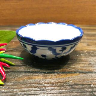 2020A/W新作送料無料 パイナップル柄の陶器の小鉢7.5cmです 小鉢 7.5cm 小皿丸青白陶器青白食器パイナップル柄陶器 人気ショップが最安値挑戦 小皿タイ料理アジアン料理タイ雑貨