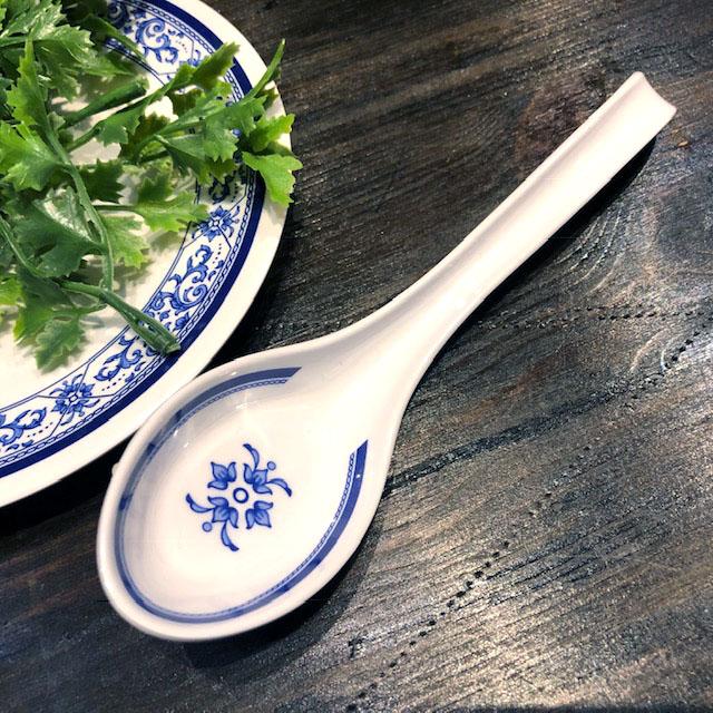 タイでお馴染みメラミン食器 レンゲスプーン17cmです メラミン食器 JADA レンゲ SP937 どんぶり青白食器タイ製タイ料理アジアン料理タイ雑貨 17cm 値下げ 取り皿 れんげスプーンプラスティックしゃもじお椀 蔵