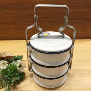 定番の人気シリーズPOINT(ポイント)入荷 3段式ホーロー素材のランチボックス白です 3段弁当箱 ホワイト ホーロー弁当箱ランチボックス調理器具 新色追加 タイ料理 バンコク Thai タイフード アジアン料理 タイ専門店