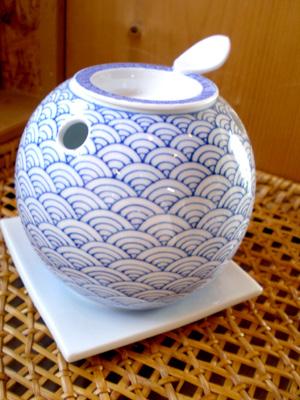 【三川内焼・平戸松山窯】お茶の香りでリラックス♪染付青海波茶香炉