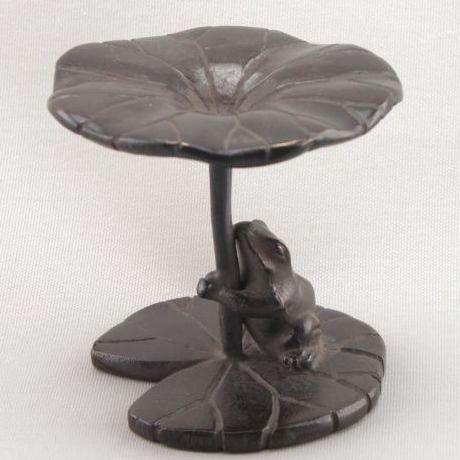 【茶道具】 蓋置 唐銅 蓮にかえる  *蛙*傘