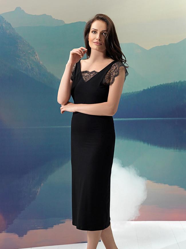 Vanilla night&day オープンバックのシックなVネック・ロングナイトドレス ブラック 黒 花柄レース