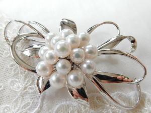 国内産5mm~6mmパール15珠ブローチシルバー製枠フォーマルからおしゃれ用プレゼントにおススメ!