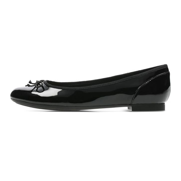 送料無料 ふるさと割 パテントの光沢が大人可愛いフラットシューズ Clarks クラークス エナメルバレエシューズ Couture Bloom ブラック フラットパンプス タイムセール クチュールブルーム