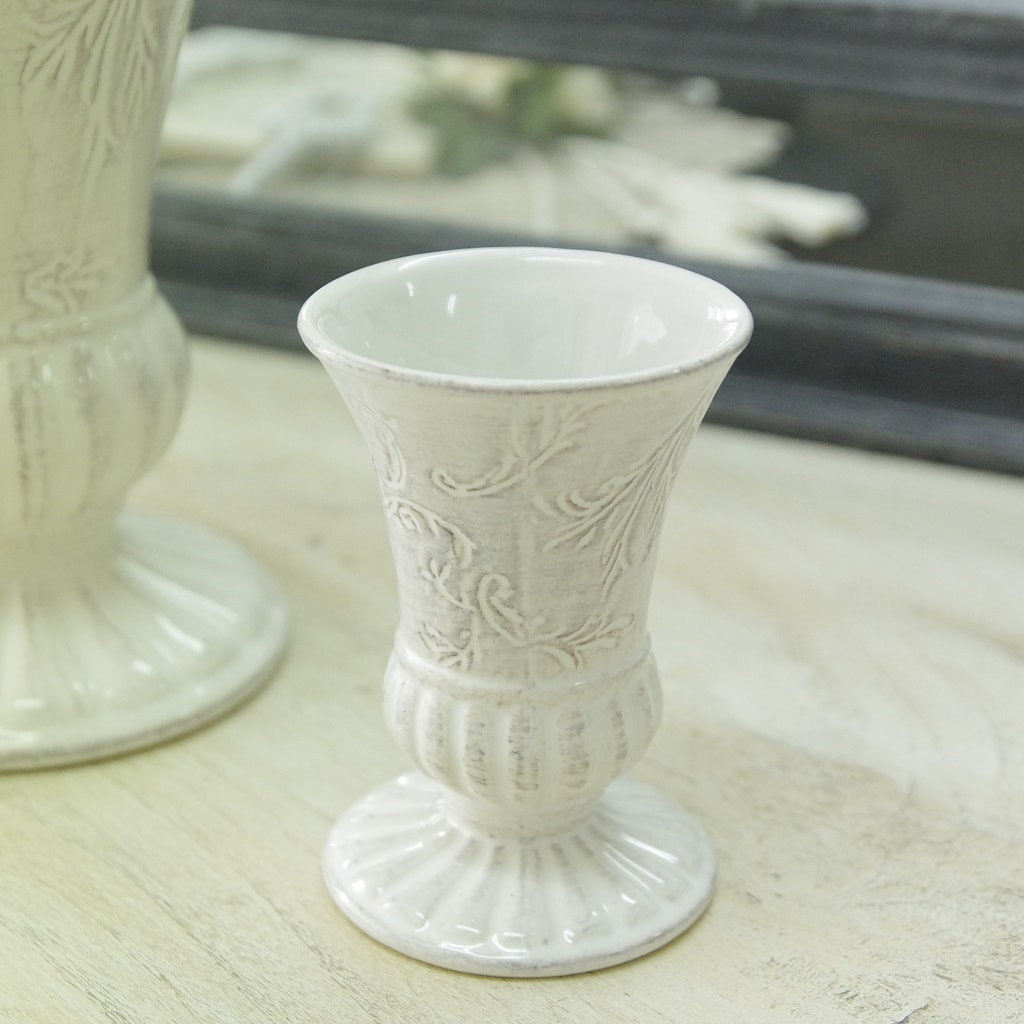 レリーフ模様がお洒落なクリームベージュの花器です アンティークなインテリアにいかがですか 花瓶 2020春夏新作 おしゃれ 陶器 ☆正規品新品未使用品 白 アンティーク風 カントリーベース フラワーベース アンティーク調 花器 ストーンウェア ホワイト 高さ11cm