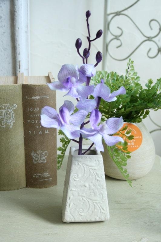 アンティーク風 雑貨 花器 花瓶 SALE 陶器 フラワーベース 白 和柄ベース 爆売りセール開催中 アンティーク調の可愛い陶器のフラワーベース ホワイト 巾6×奥行5.5×高さ9.5cm 生花や造花と合わせて 一輪挿し おしゃれ