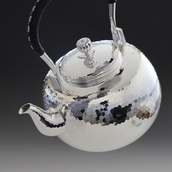 銀川堂 日本製・証明書付き 純銀・湯沸し 1800cc 鎚起模様 純銀保証 茶器 茶道具 銀瓶 湯沸かし/母の日