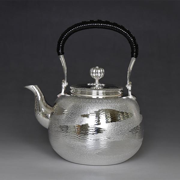 銀川堂 純銀・湯沸し(四合入) 800cc 瑞雲模様 /銀瓶 茶器 茶道具/クリスマス