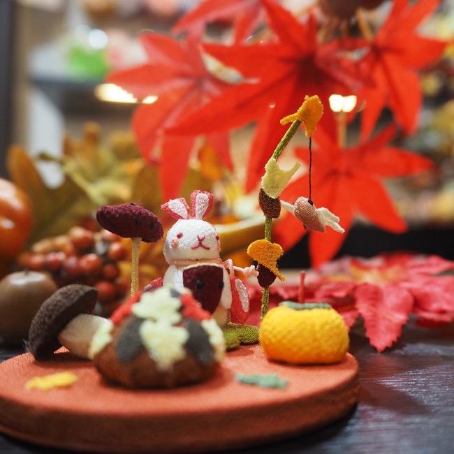 子供の手のひらに乗るくらい小さな置き飾りこんなに小さいのに作りはとっても繊細で驚くほどに丁寧置物 置き飾り インテリア デコレーション 玄関 ミニチュア 食欲の秋 きれのはな 小さな四季の置き飾りシリーズ秋 在庫あり ウサギ サツマイモ 焼き芋 きのこ 小さい ちりめん 紅葉 もみじ しいたけ 可愛いミニチュア コンパクト 店内全品対象 秋の味覚 柿 赤とんぼ とんぼ 楓 イチョウ