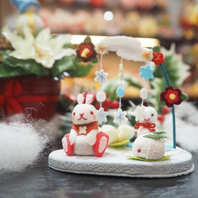 子供の手のひらに乗るくらい小さな置き飾りこんなに小さいのに作りはとっても繊細で驚くほどに丁寧置物 飾り 玄関 インテリア ミニチュア 雪やこんこん きれのはな 小さな四季の置き飾りシリーズ雪 冬 うさぎ 雪の結晶 コンパクト 早割クーポン 雪うさぎ 雪遊び 氷 椿 希少 可愛い 雪 梅 雪だるま