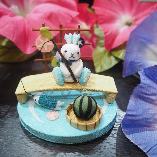子供の手のひらに乗るくらい小さな置き飾り こんなに小さいのに作りはとっても繊細で驚くほどに丁寧 釣り 川 スイカ 受注生産品 アサガオ 川遊び きれのはな 小さな四季の置き飾りシリーズ 夏 兎 ウサギ ちりめん細工 小さい インテリア 手作り コンパクト 飾り 小さな飾り物 可愛い 贈り物 玄関 季節 ミニチュア 国際ブランド 手のひらサイズ 夏休み 置物 ミニサイズ ハンドメイド うさぎ