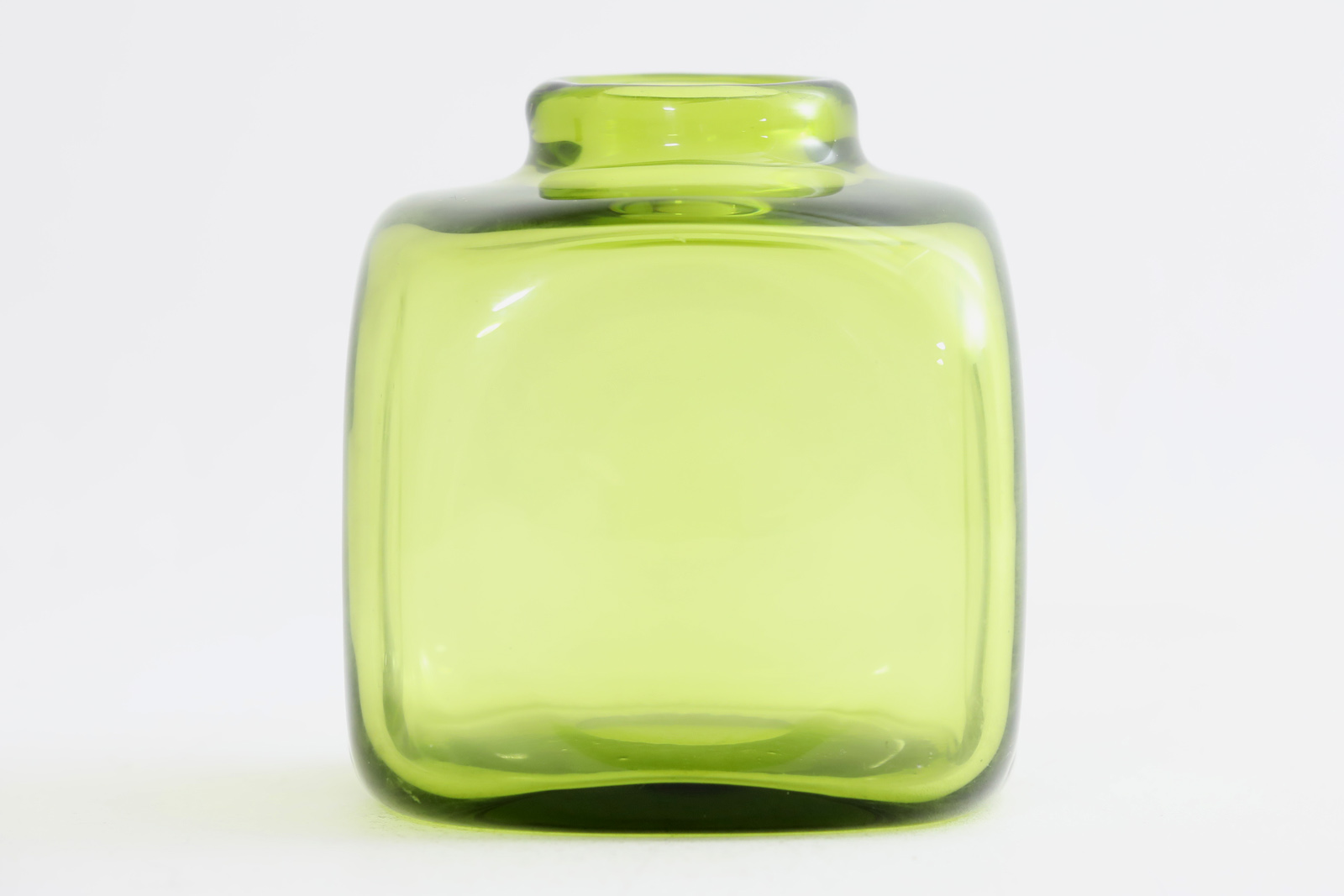 Holmegaardホルムガード ビンテージ 鮮やかなグリーンカラーのフラワーベース【北欧雑貨 ビンテージ雑貨 アンティーク品 エリックホグラン ガラス オブジェ 花瓶 一輪挿し】