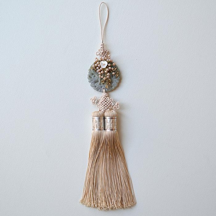 シルク手彫り新翡翠とパール花装飾ベージュ■norige-h-62-s【ギフト】【お土産】