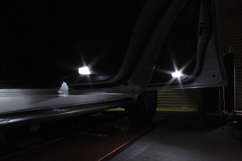 ベロフ ランドクルーザー 200専用 パフォーマンスパッケージ LEDカーテシバルブ