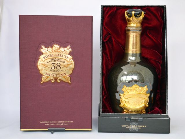 Royal salute 38 years STONE OF DESTINY 40 500 ml (Deluxe box set)