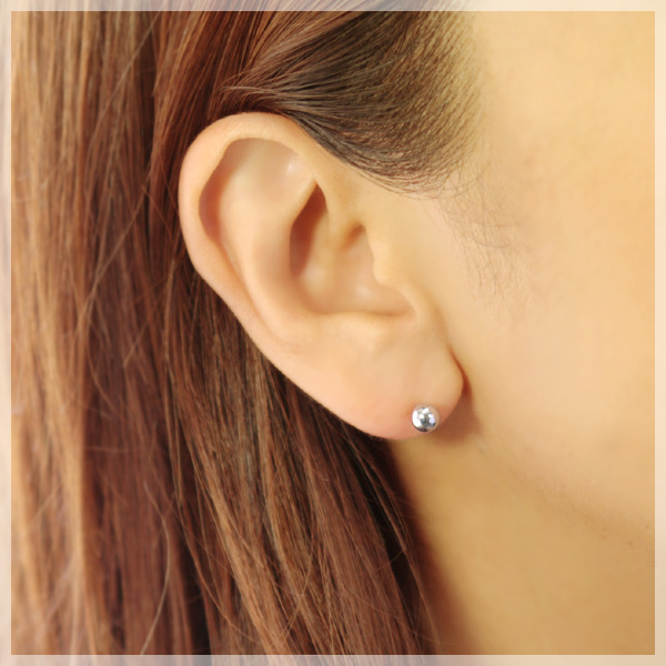 Metal Pierced Earrings Fs3gm Which Is Not Caught On The Hair Does Adhere To