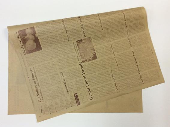 お徳用500枚入 茶色文字のクラフト包装紙 英字包装紙 ブラウン 2020 新作 約76cm×53cm 500枚入り 1 2サイズ フラワーラッピング ギフト 英字新聞 花資材 2020秋冬新作 ラッピング ラッピング用品 包装紙 クラフト紙