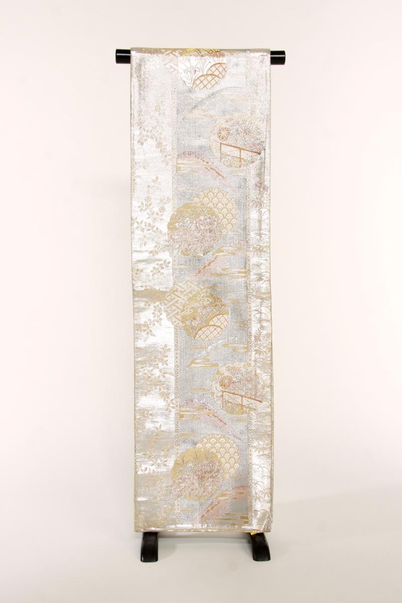 【 1点物 】【送料無料】金銀に花雪輪・山・植物 正絹袋帯 (st346)(USED品)【中古】