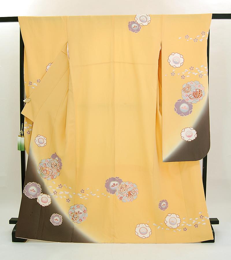 【送料無料】イエロー+ブラウン 桜に手毬 正絹 中振袖(KA631)(リサイクル)【和装】【着物】【女性】【中振袖】