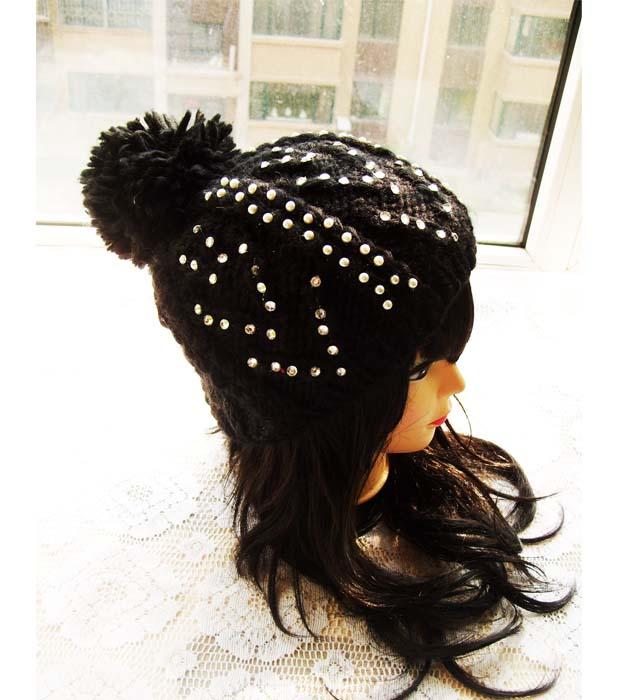 カジュアルなニットキャップにたっぷりパールとストーンをミックスしました ジャケットスタイルやモードなスタイルのハズしとしても使えるアイテム 送料無料 待望 百貨店 ニット ブラック たっぷりパールとストーン付きニット帽 帽