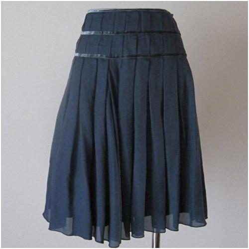 BODY DRESSING Deluxe シフォンスカート 安売り タックがたっぷり入って通勤にお薦めです 今だけスーパーセール限定 濃紺 中古 上品さをアピールできます