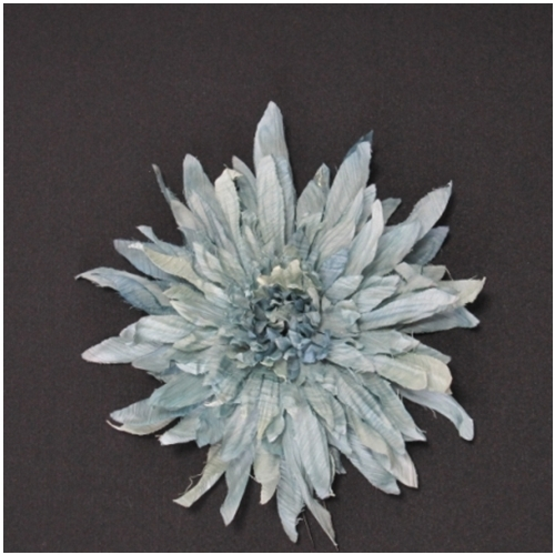 グリーンの夏をイメージする大きなお花の髪飾りです 全体にラメがきいており明るい印象に仕上げてくれます 販売 1着でも送料無料 グリーンの菊花の髪飾り