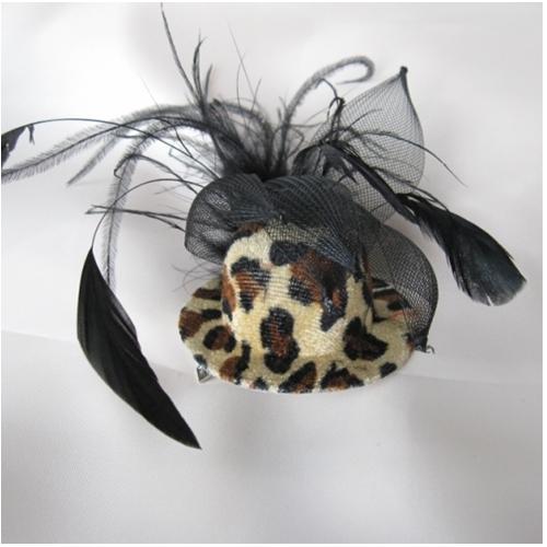 新色追加 ひょう柄の帽子と黒のリボンが個性たっぷりの髪飾りですパッと可愛く目立つのでアイテムとしてお勧めです 年中無休 クリップタイプひょう柄の帽子ヘア飾り
