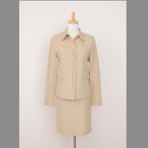 ベッジュのシャツ系スーツセット スカートにはスッリトなしです 新品 中古 送料無料 流行 R J